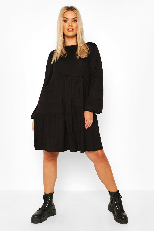 Из коллекции «Плюс сайз»— Свободное многоуровневое платье из джерси