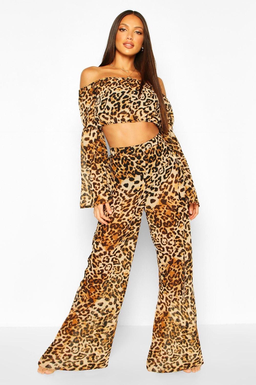 Пляжный комплект с топом с открытыми плечами с леопардовым принтом и широкими брюками